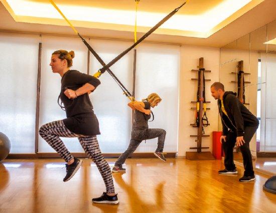TRX-Susprension Training Με Personal Trainer στο πολυτελές Σώματος Δόμηση στην Γλυφάδα!!40€ Για Δώδεκα (12) Συνεδρίες Με Ιμάντες Προπόνησης TRX Με Personal Trainer Σε Mini Group Έως 3 Ατόμων, Στο Σώματος Δόμηση Στο Κέντρο Της Γλυφάδας. Η υγεία σας, η φυσική σας κατάσταση, και η καλύτερη ποιότητα της ζωής σας είναι η αποστολή μας. Γι' αυτό πέρα προσφέρουμε λύσεις για personal training ώστε να έχετε καλύτερα αποτελέσματα με εξατομικευμένο, γρήγορο και ασφαλή τρόπο. Αρχικής αξίας 120€ - Έκπτωση 66%!!