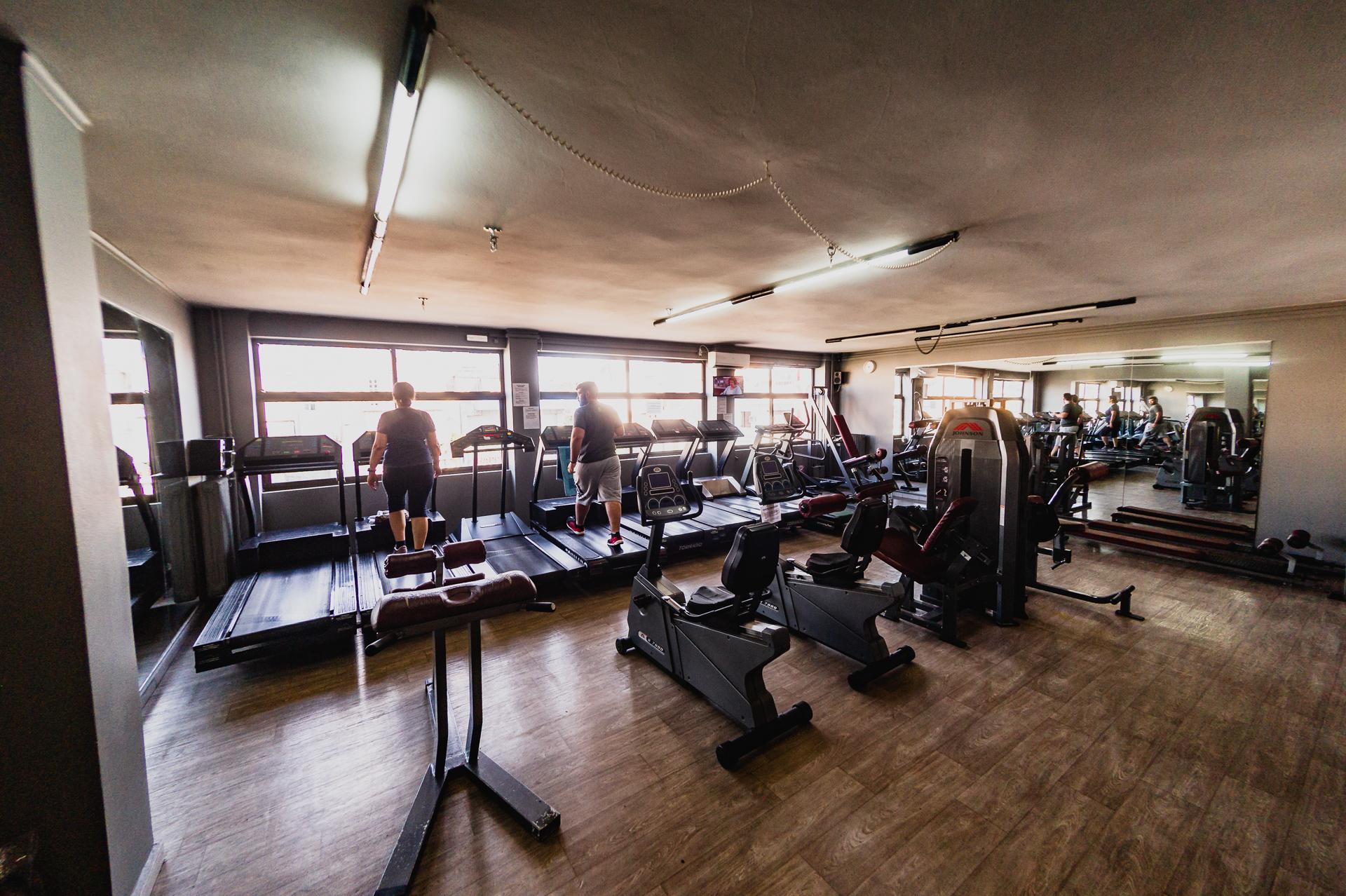 19€ για ένα (1) μήνα ή 29€ για δυο (2) μήνες ή 49€ για έξι (6) μήνες συνδρομή με συμμετοχή στα ομαδικά προγράμματα, χρήση οργάνων και ΔΩΡΟ η εγγραφή στο Paradise Fitness Club στη Νίκαια!